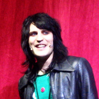 We Interviewed Noel Fielding (Because who doesn't love Bake Off right now)