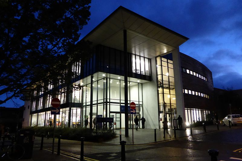 University_of_Dundee_Library_at_night