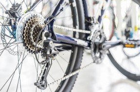 Selective focus of Bicycle gears and rear derailleur