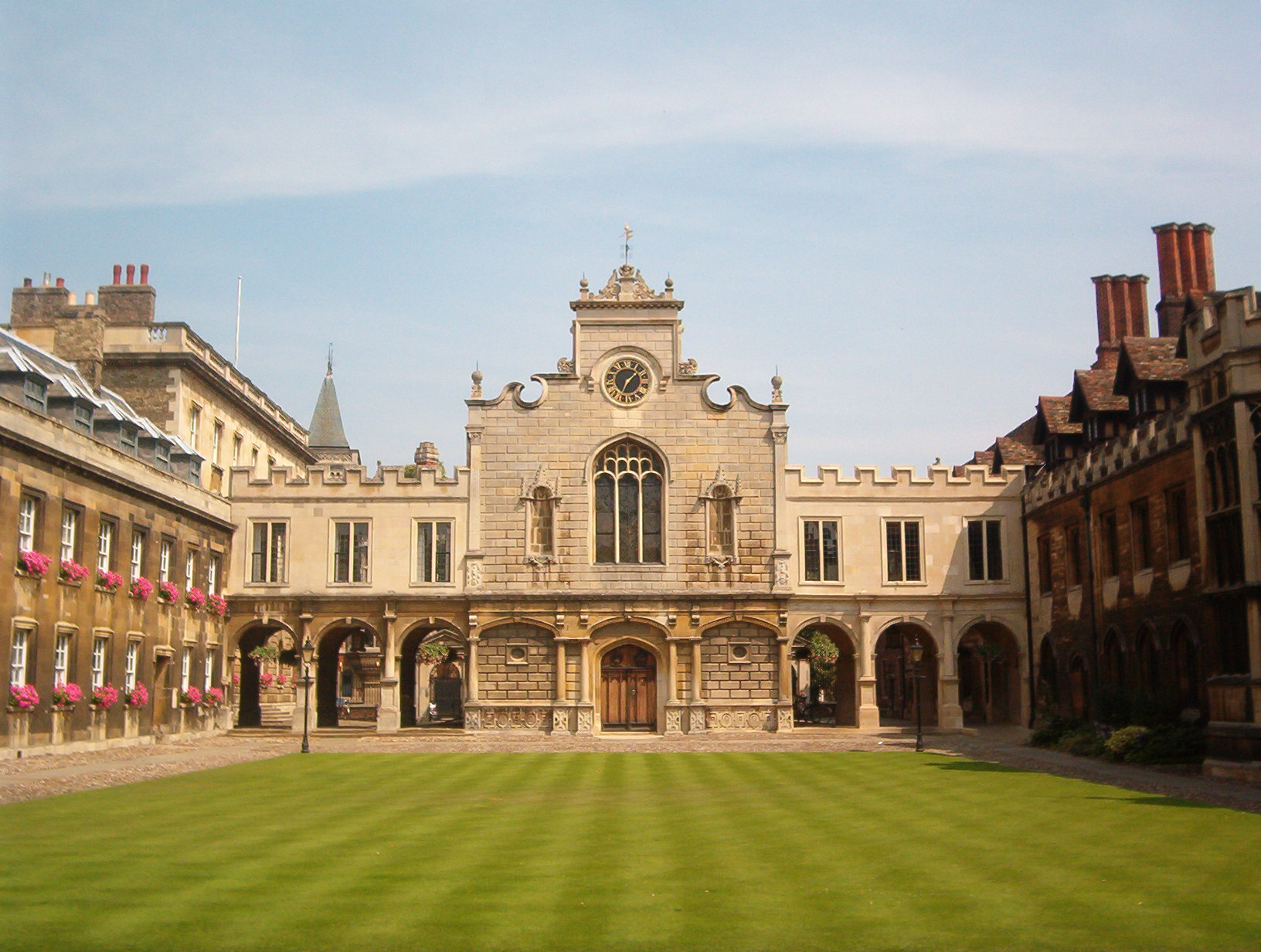 Cambridge_Peterhouse_OldCourt