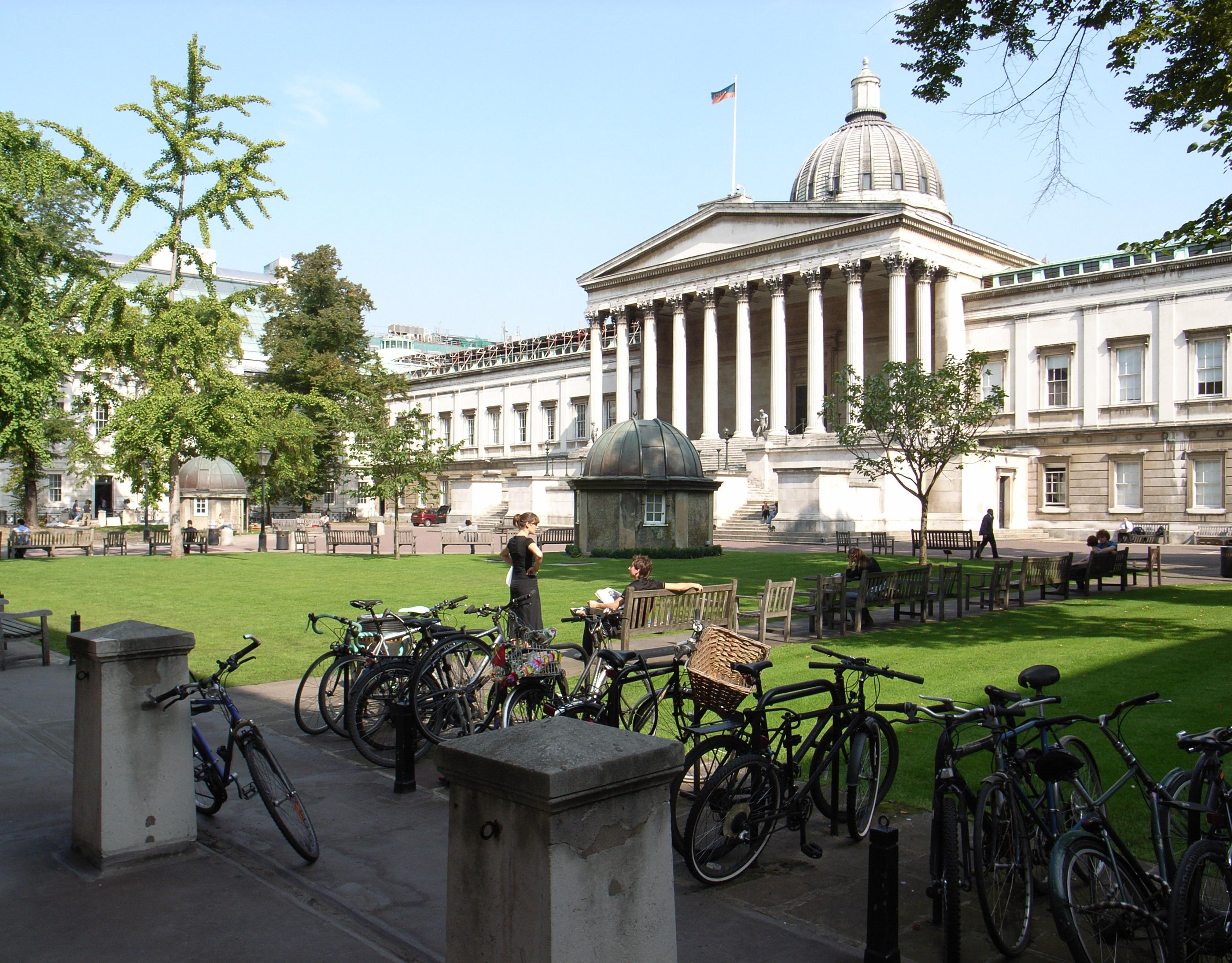 University_College_London_-quadrant-11Sept2006_(1)