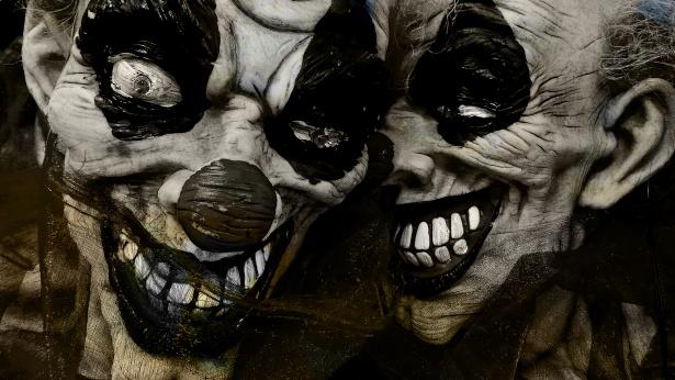 halloween-whispering-clowns