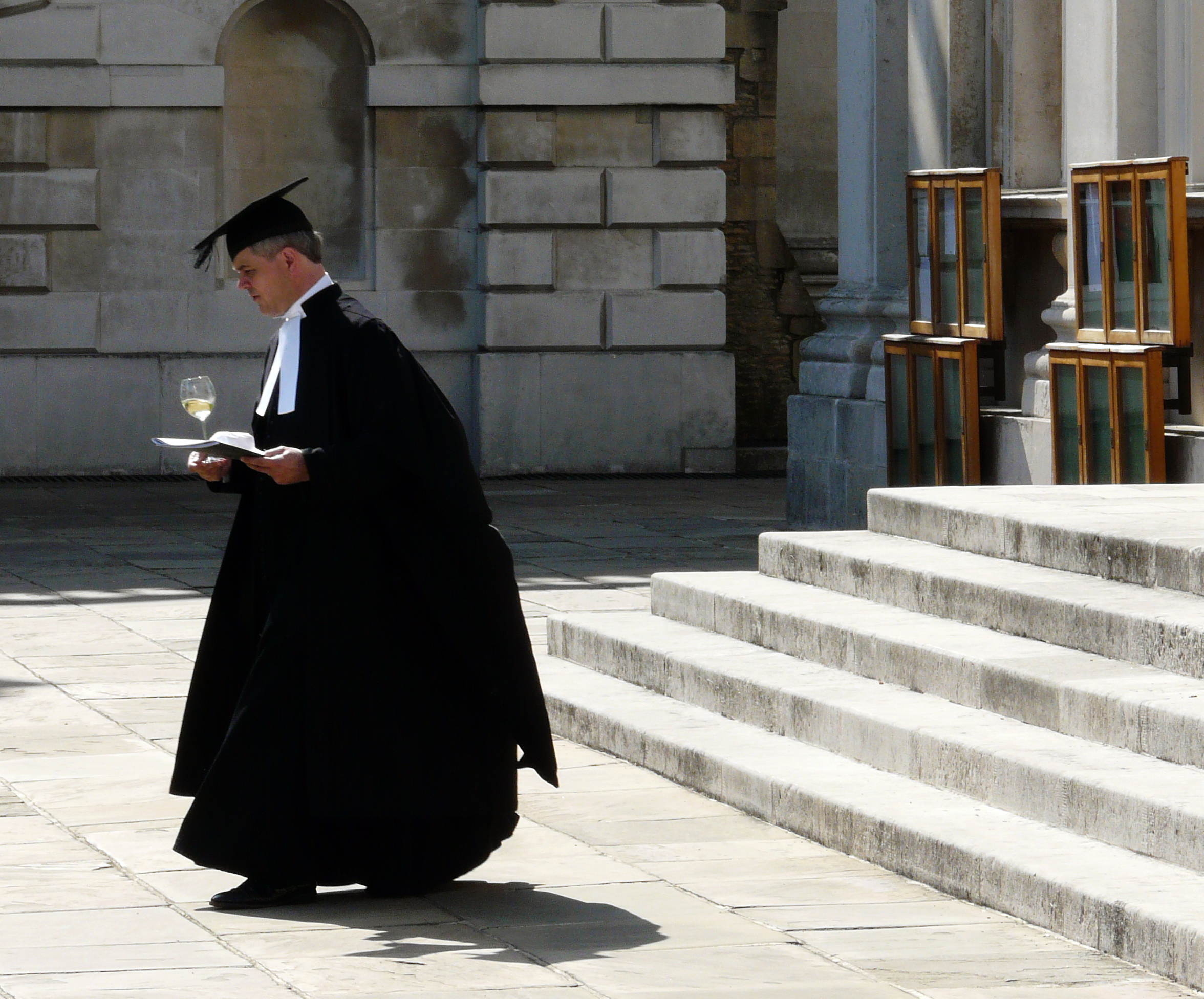 Cambridge students told not to wear gowns in town