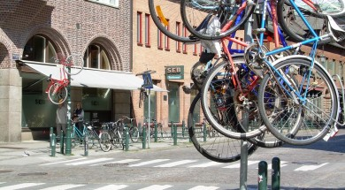 Student_prank_with_bicycles