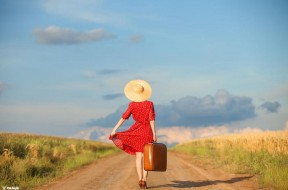 red_dreamer_hat_model_traveller_bag_hd-wallpaper-1738447