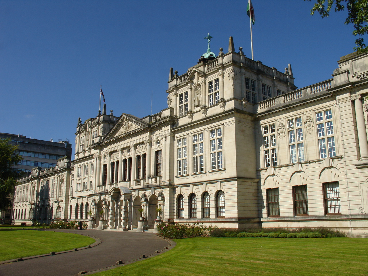 Number of Welsh students studying at Russell Group universities falls by 10%