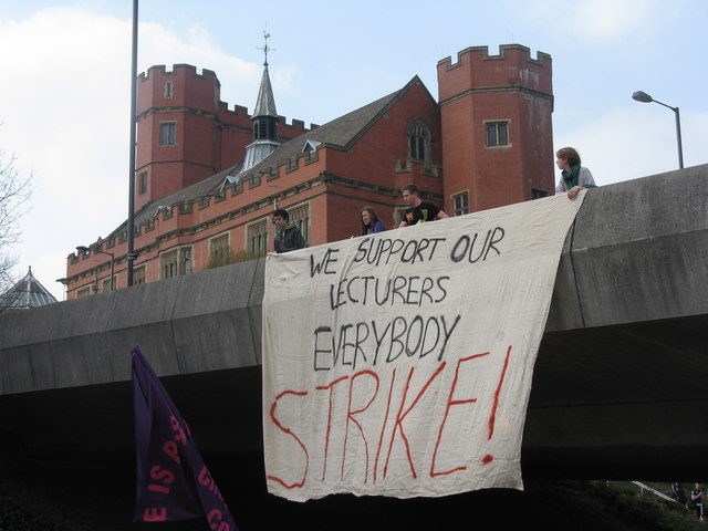 Students demand £300 for UCU Strikes