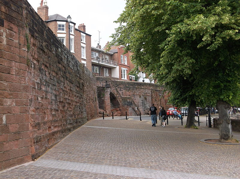 800px-Chester_city_walls_from_Bridgegate_to_the_Groves_(4)
