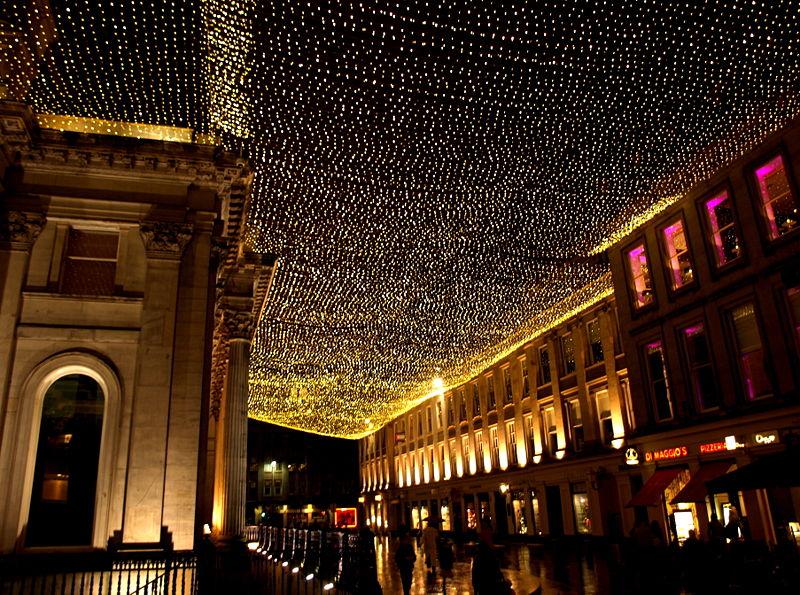 800px-Glasgow_Royal_Exchange_Square_at_night