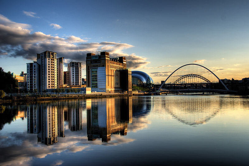 800px-Newcastle_Quayside_with_bridges